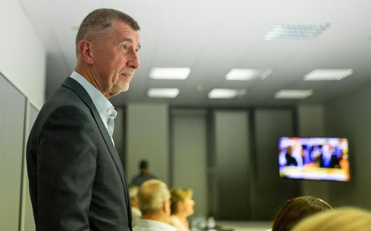 Kterak si český premiér s moderátorem ČT udělali navzájem dobře. Kolotoč lží se točí dál