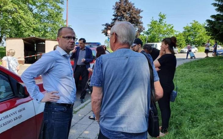 Lidem z vyhořelého paneláku v České Třebové pomůže kraj milionem korun