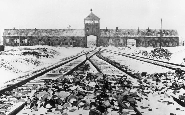 RECENZE Bedekr nacistického lágru. Život, smrt, ponížení, hlad a žízeň. Primo Levi, Je-li toto člověk