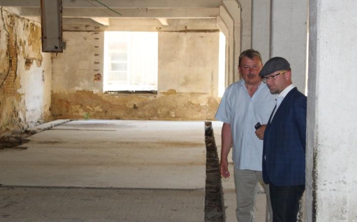 Práce na oživení Schindlerovy továrny, kterou znáte ze slavného Spielbergova filmu, úspěšně pokračují
