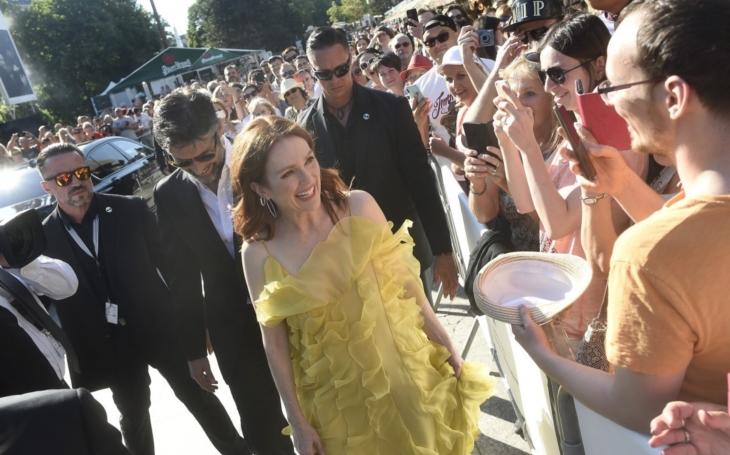 Všichni ji v nějakém filmu viděli, nikdo ale pořádně neví, kde. Přesto má Oscara a je mezi 100 nejvlivnějšími lidmi USA. MFF Karlovy Vary