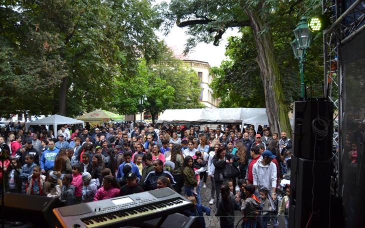 Věrou Bílou to neskončilo. Kde se dá slyšet nejlepší aktuální romská muzika? Plzeň roztančí AraFest