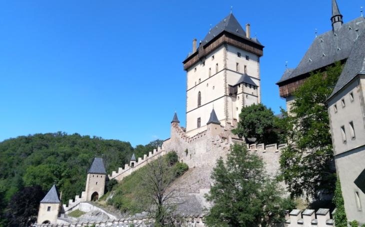 Knejslavnějšímu českému hradu, který se stal svou jedinečností světovou raritou. Český poutník