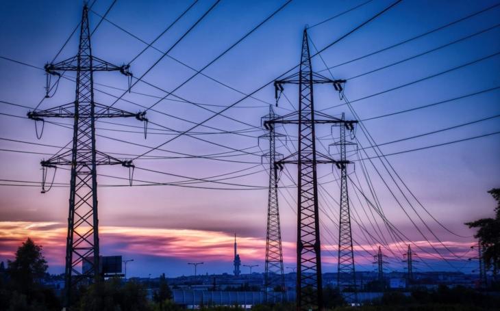 Němci platí za elektřinu jak mourovatí. My budeme následovat. Komentář Štěpána Chába