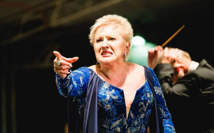 Strach v opeře. Zklamaná hvězda si stěžuje na Národní divadlo. Nemluví se tam česky