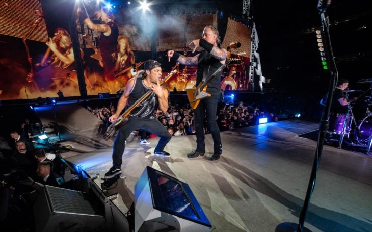 Z jejich muziky zešílí i hladová šelma, což není nadsázka, to se opravdu stalo. Metallica se řítí do Prahy už po šesté. Zahrají zas Jožina?