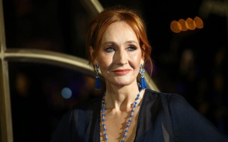 RECENZE Robert Galbraith alias Joanne Rowling a Smrtící bílá. Detektivka, před kterou smekáme