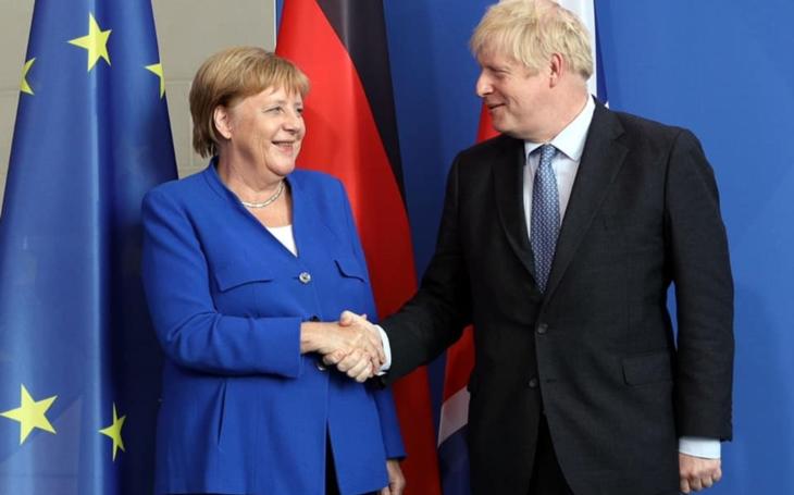 Boris Johnson pokračování telenovely s brexitem snad přetne. Komentář Štěpána Chába