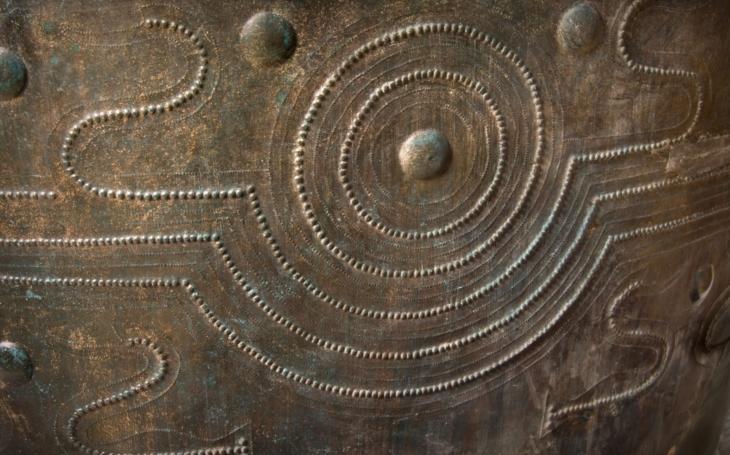 Nálezce dostane 340 500 korun, řekl radní. Našel tři tisíce let starou nádobu a zavolal archeologa