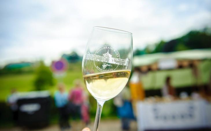 Víno poteče po kaskádovém schodišti jako za hraběte Šporka. Víme, jaké, kolik a ještě… Vinobraní na Kuksu
