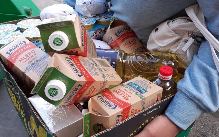 Za ´azylák´ platí 5 200, 6 stovek školka, 700 obědy pro tříletého syna; na jídlo už prostě nezbývá… Na vlastní kůži v potravinové bance