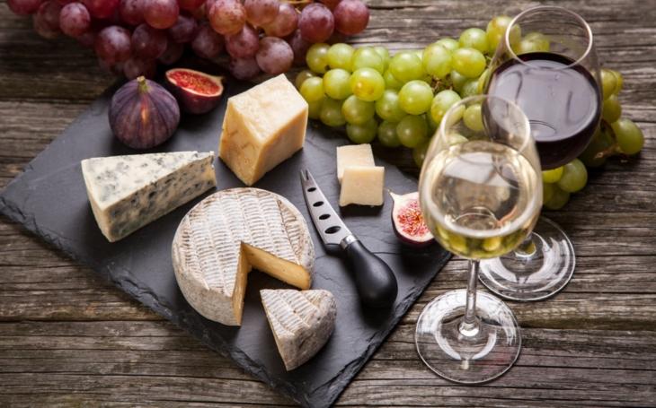 S čím si dát bio víno? Jedině s bio sýrem!