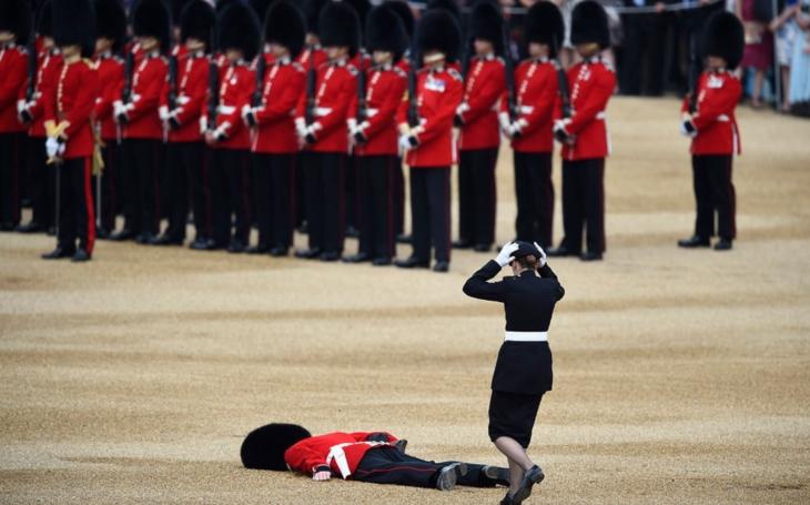 Ve Velké Británii by rádi skončili v polstrovaných celách blázince. Týden Štěpána Chába