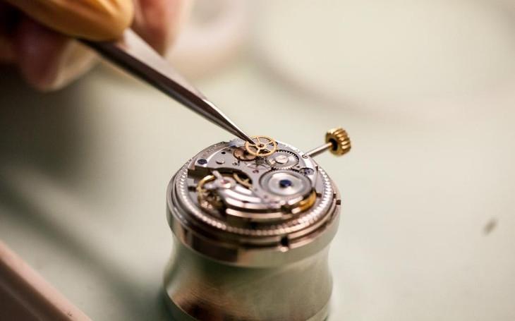 Výrobce hodinek PRIM si připomíná založení novoměstské hodinářské tradice