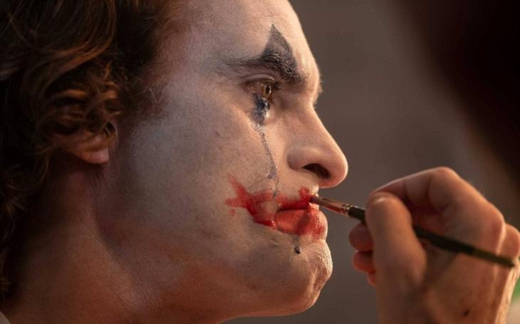 Drsný, hodně temný portrét šílence... Je ale duševní porucha ´omluvou´ pro maniakálního zabijáka, jak nám podsouvají filmaři? Premiéry Pavla Přeučila