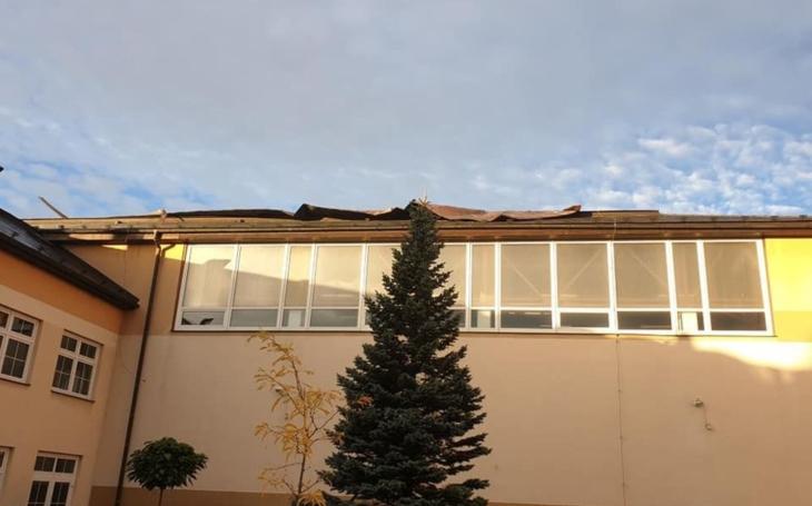Mortimer poškodil střechu sportovní haly Gymnázia v Poličce. Kraj uspíší její plánovanou rekonstrukci