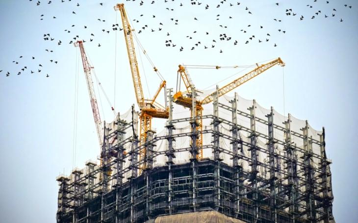 Můžeme se těšit na dřevěné mrakodrapy? Beton bude na indexu. Produkuje moc CO2, nedá se svítit. Týden Štěpána Chába