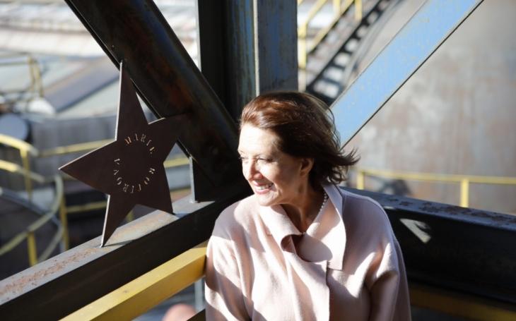 Letošní ´jantaři´? Marie Rottrová a Jindřich Štreit. V Cannes mají ruce, v LA hvězdy, Ostrava představila Jantarové schodiště slávy