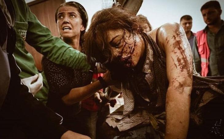 Proč je tak strašně nenávidí? Co říká muž, který tam žil celý rok? Turecký vpád do Sýrie, vraždění Kurdů a evropská armáda. Přečetli jsme