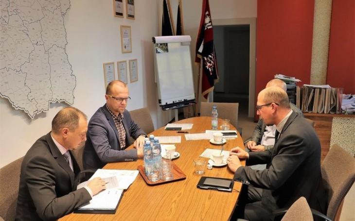 Hejtmani mají zájem na důsledném prošetření celého případu rodičky z Vamberka a nastavení systému spolupráce obou krajů