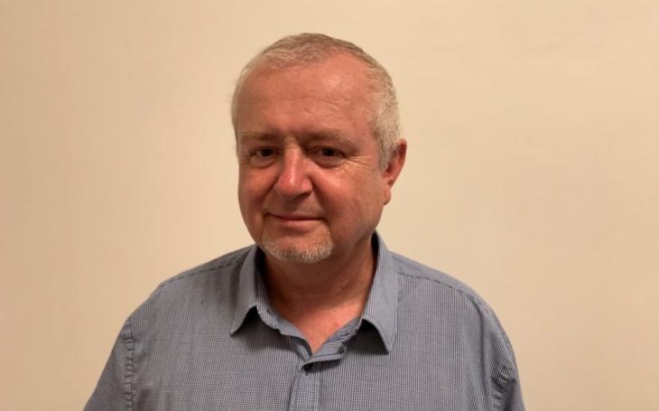 RECENZE Spisovatel s jedinečným jménem. Petr Čepek a jeho Sametové iluze