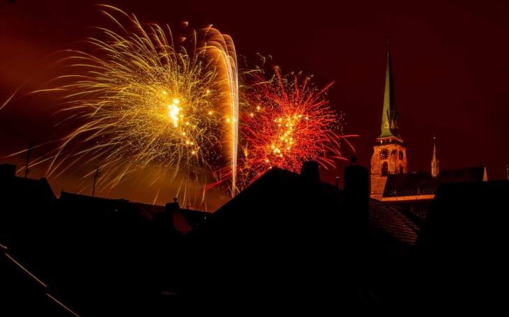 Za první republiky stál půllitřík 2,90. Plzeň, která oslaví 28. říjen… pivem, má na vše lidové vstupné 28 Kč. Ale nebude se jen nasávat