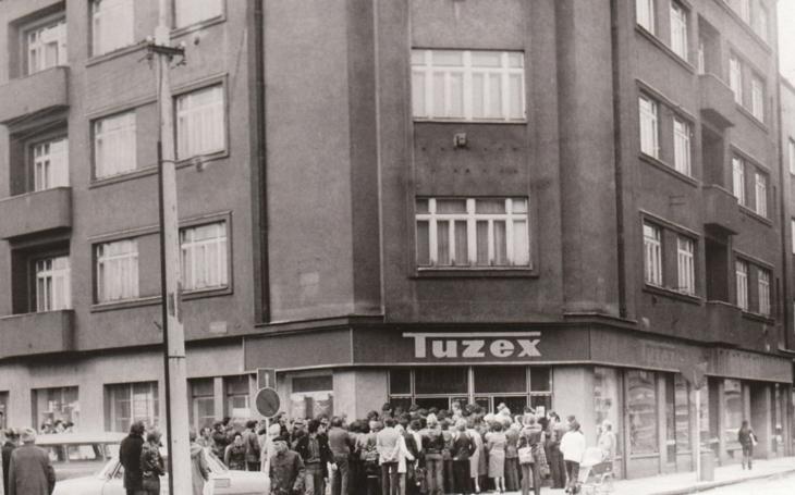 Každý třetí Čech, který zažil sametovou revoluci, si myslí, že za komunistů bylo lépe. Dvě třetiny z nich nakupovaly v Tuzexu