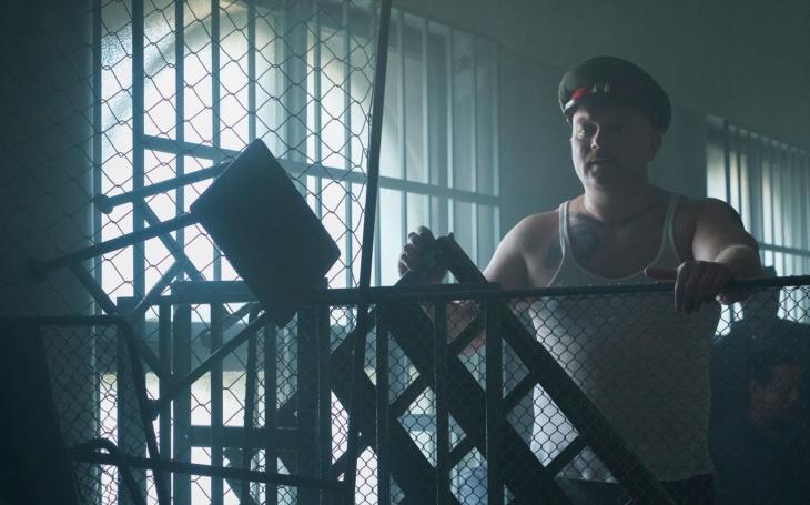 Za minutu dvanáct. Policejní razie v 11 věznicích zabránila vzpouře brutálních ruskojazyčných mafií. Reportér vzpomíná na operaci Alcatraz