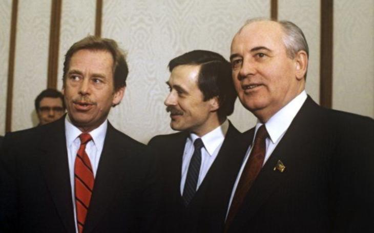 Byla to okupace, nebo líbánky? Havel s Gorbačovem dýmku míru nevykouřili, málem si vjeli do vlasů