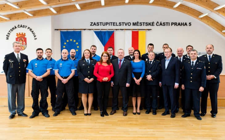 Věřím, že svou práci budete vykonávat i nadále tak, aby Praha 5 byla bezpečnější... Městská část udělovala vyznamenání příslušníkům ozbrojených složek a hasičům