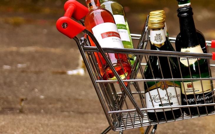 Pozor na vánoční chmatáky, jsou všude. A v mžiku ukradnou plný nákupní košík. Reportér vzpomíná