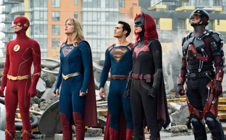 Monstrózní crossover spojující komiksové hrdiny populárních seriálů DC Comics jde do ohromujícího finále. Premiéry Pavla Přeučila