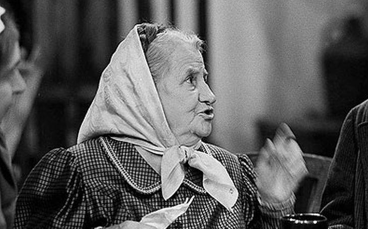 Z míry ji nevyvedla ani bomba pod zadkem. Babča s nervy ze železa bývala hvězdou kabaretu. Tajnosti slavných