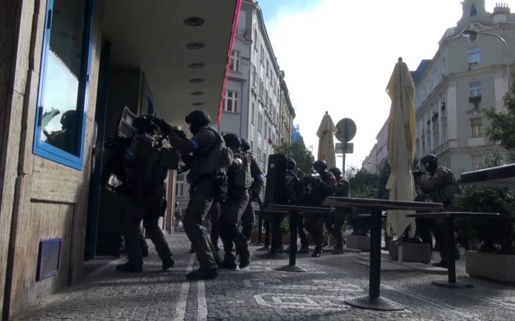 Teroristé vnikli do pražského klubu a vzali 500 rukojmí… Na vlastní kůži v centrále protiteroristického komanda URNA
