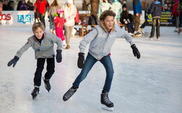Kde si v zimě užít nejvíc legrace? Na kluzištích!