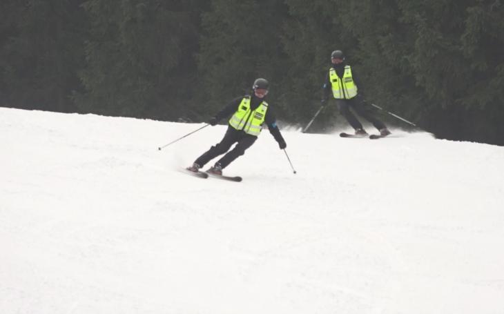 Na policisty na koních si ČR již zvykla, ale na lyžích? Nová jednotka slouží již v Beskydech, od ledna i v Jeseníkách