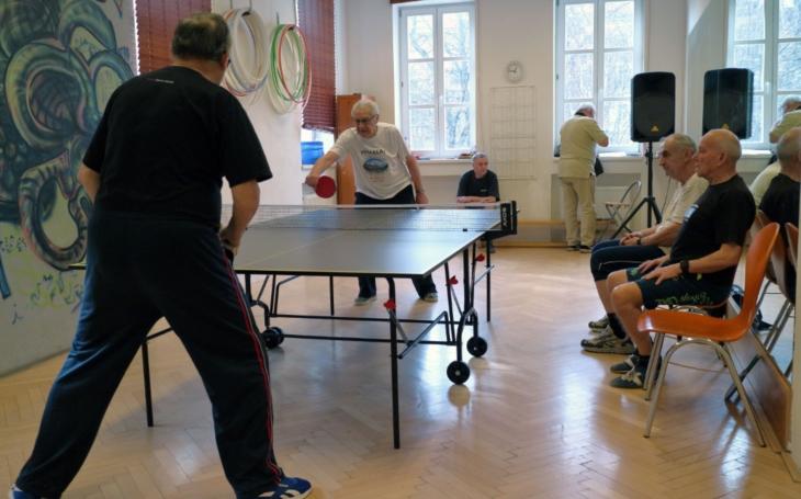 Sedmý ročník turnaje SENzačních SENiorů ve stolním tenisu v Komunitním centru Prádelna