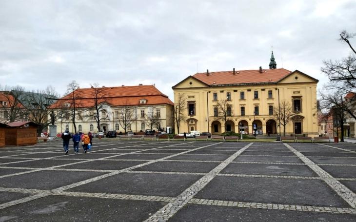 Historickým centrem královského města k tajemným vchodům do Slánské hory. Český poutník