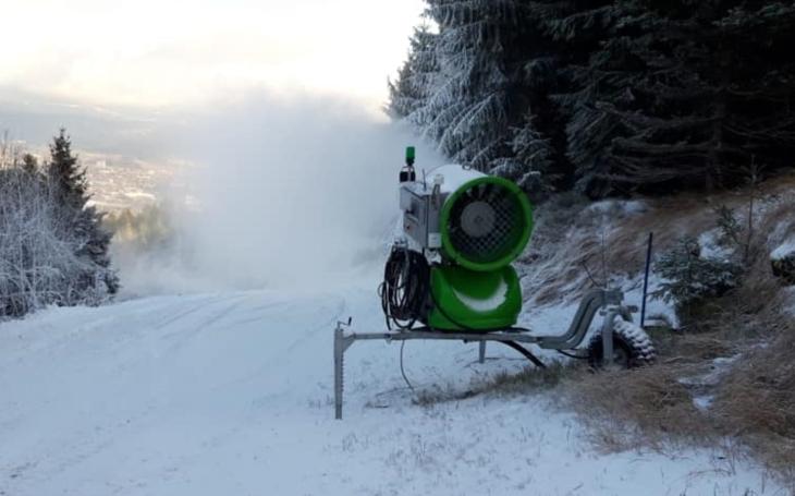 Skoro 7 milionů, spláchnutých do záchoda? Bedřichov i Liberecký kraj investuje do dinosaurů, zralých na vyhynutí