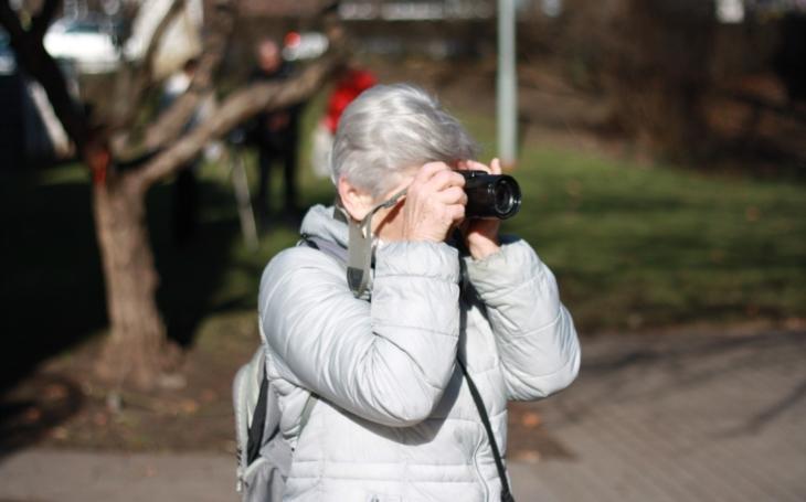 Kurz digitální fotografie pro seniory 'Duše zkamene' vKomunitním centru Louka