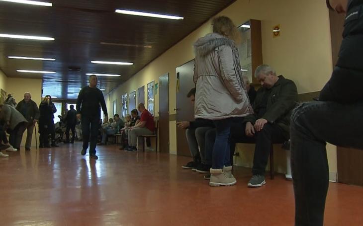 Odvrácená tvář nízké nezaměstnanosti může i zabíjet. V Česku chybí téměř tisíc lékařů