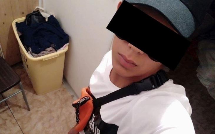 Je mu 13, na internetu se sám označil jako bengoro, což je romsky ďábelský, a pár týdnů terorizoval Ostravu. Stát teď neví, co s ním