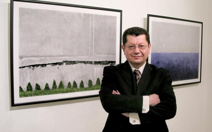 Za brak a matrjošky může magistrát, Češi jsou kulturní národ, říká majitel galerie Miro Smolák. A Karel Gott?