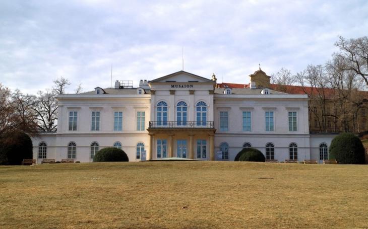 Nový Výlet s tajenkou má trochu tajemný název ´Kolem skrytých zahrad a vodopádů k Hladové zdi až na Petřínskou rozhlednu´