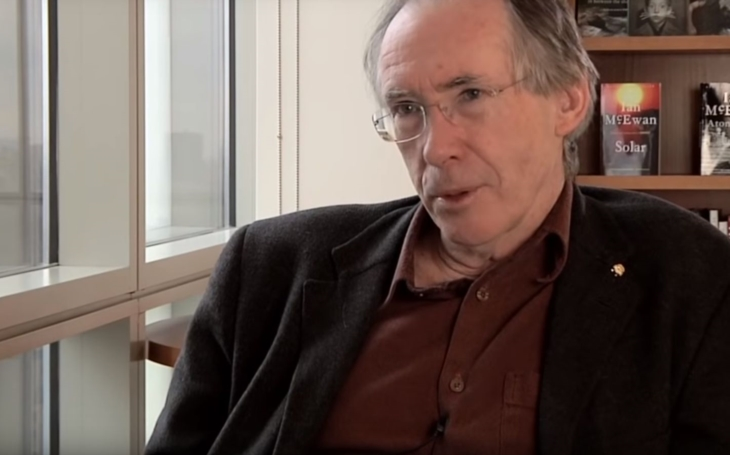 RECENZE Dnes už kultovní britský spisovatel Ian McEwan a jeho kafkovský Šváb