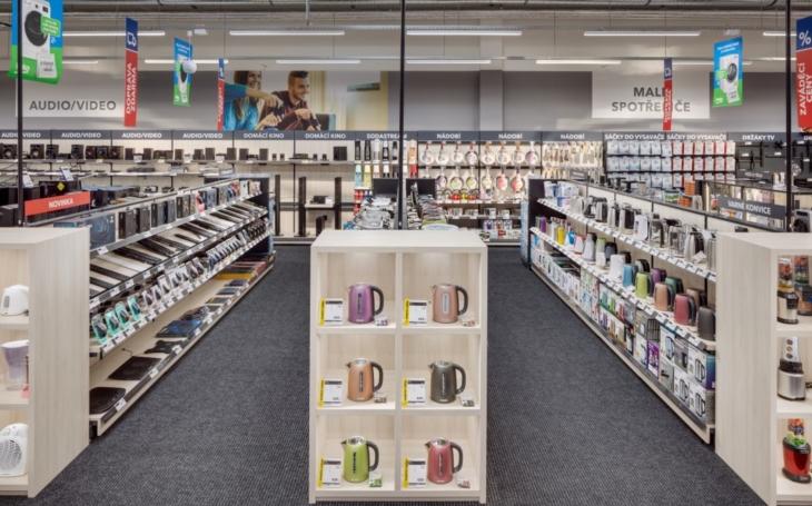 Na uvítanou připravují pro zákazníky velké slevy. Prodejny se spotřební elektronikou se znovu otevřou, své zákazníky přivítá i PLANEO Elektro