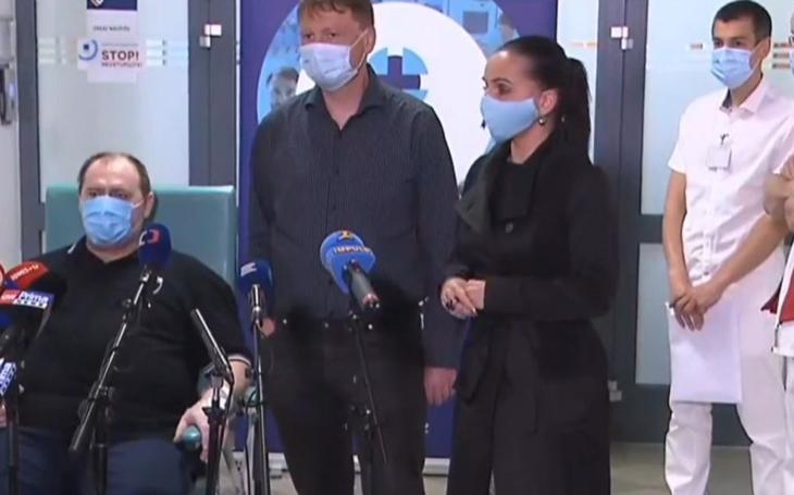 V patách ´slavnému´ pacientovi. Zděšení lékaři již nechtějí exhibovat v šílené reality show. Je to přestřelené, stěžují si