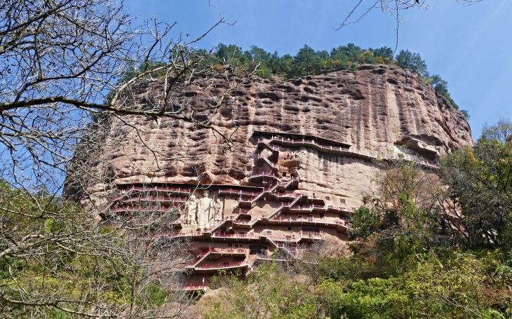 Buddhistické kláštery, přilepené ke skalám jako vlaštovčí hnízda. S cestovatelem Milošem Beranem pošestnácté do Číny