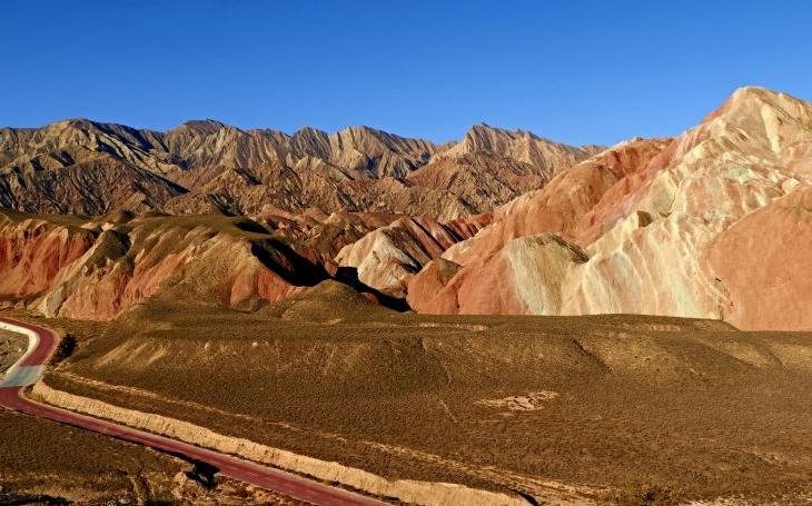Duhové hory a čínský Grand Canyon. S cestovatelem Milošem Beranem posedmnácté do Číny