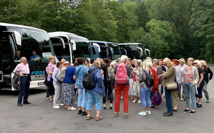 Návrat do života po koroně: Komunitní centra Prádelna a Louka připravila bohatý letní program pro děti i seniory